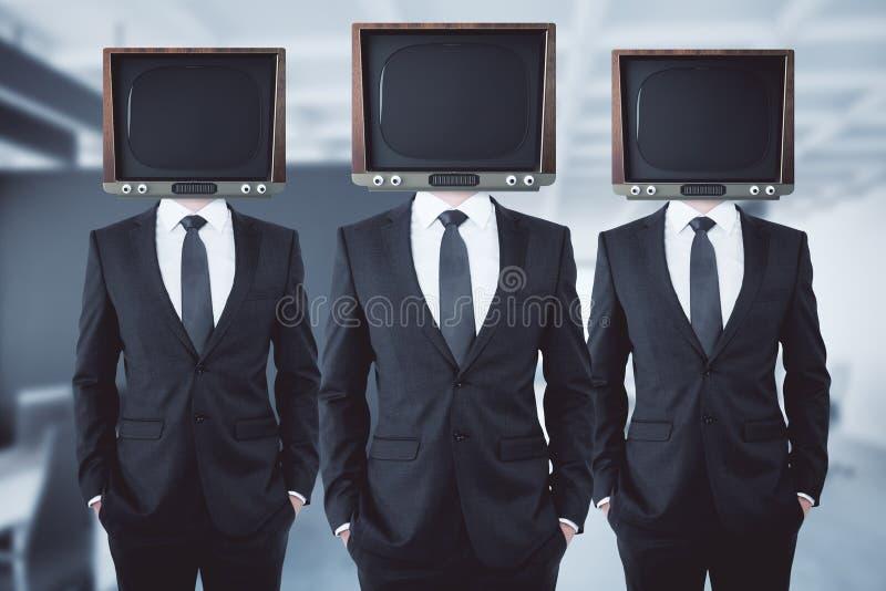Ξεπερασμένοι διευθυνμένοι TV επιχειρηματίες στοκ εικόνες με δικαίωμα ελεύθερης χρήσης