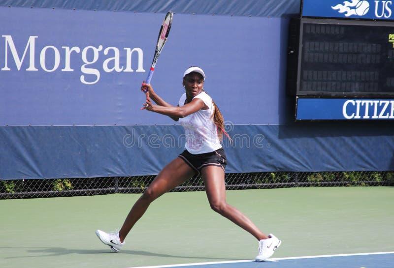 Επτά φορές πρακτικές της Venus Williams πρωτοπόρων του Grand Slam για τις ΗΠΑ ανοικτές στο εθνικό κέντρο αντισφαίρισης βασιλιάδων  στοκ φωτογραφίες με δικαίωμα ελεύθερης χρήσης