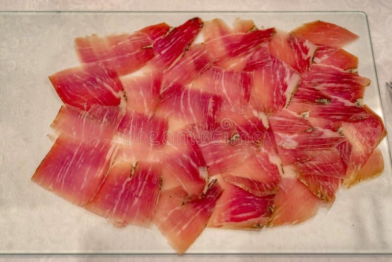 Ξεράνετε τις θεραπευμένες φέτες ζαμπόν jamon στοκ φωτογραφία με δικαίωμα ελεύθερης χρήσης