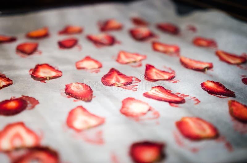 Ξεραίνοντας φράουλες στοκ φωτογραφίες