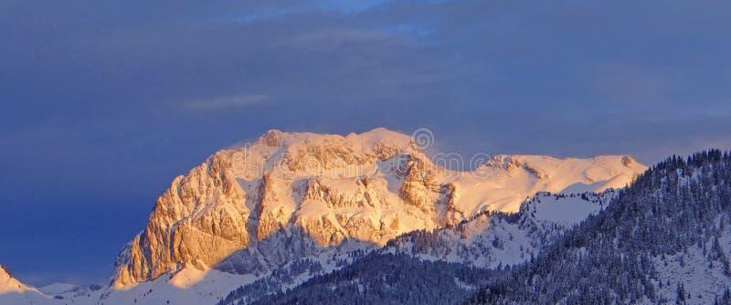 Ξημερώματα alpineglow στοκ εικόνες
