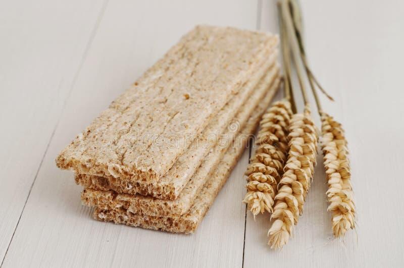 Download Ξηρά τραγανά ψωμιά διατροφής με τα αυτιά του σίτου Στοκ Εικόνα - εικόνα από σωρός, φυσικός: 62714253