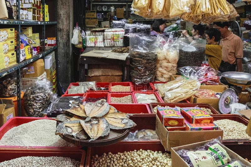 Ξηρά τρόφιμα για την πώληση στην ταϊλανδική αγορά οδών στοκ φωτογραφίες