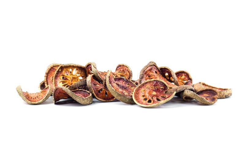 Ξηρά τσάι & x28 φρούτων Bael Aegle marmelos& x29  απομονωμένος στο άσπρο backgrou στοκ εικόνα