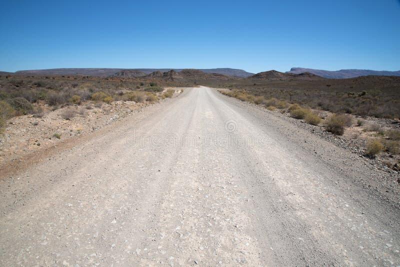 Ξηρός και δύσκολος δρόμος αμμοχάλικου στοκ φωτογραφίες