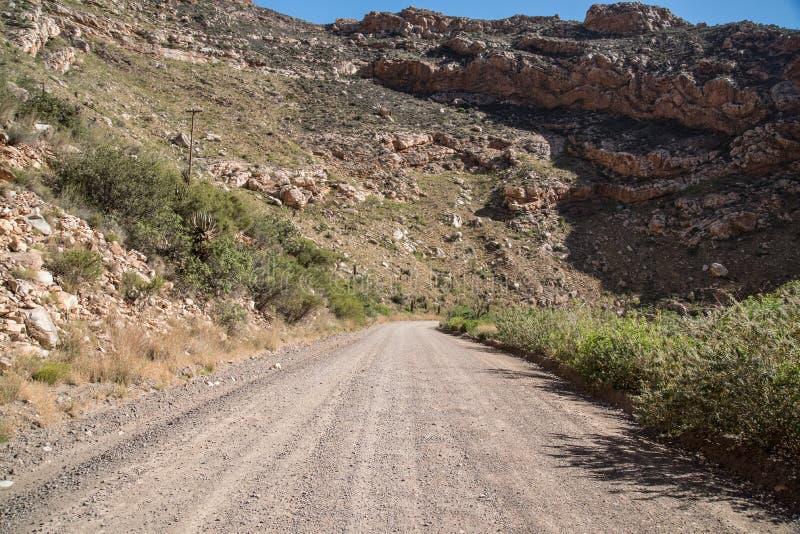 Ξηρός και δύσκολος δρόμος αμμοχάλικου στοκ εικόνα με δικαίωμα ελεύθερης χρήσης