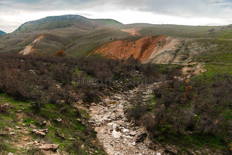 Ξηρός ποταμός βουνών στοκ φωτογραφία
