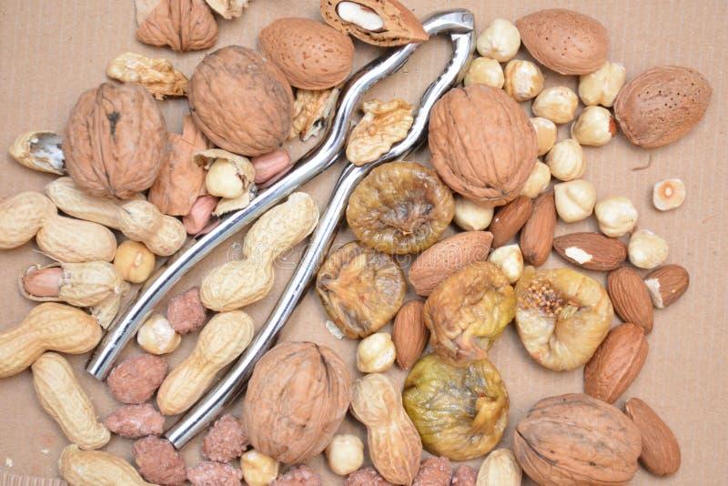 Ξηρός - τα ξηρά σύκα καρυδιών αμυγδάλων φρούτων welnuts τσιμπούν τα τρόφιμα φυσικά και τη οργανική τροφή στοκ φωτογραφία