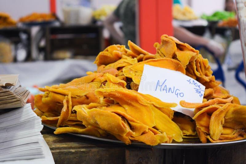 ξηρό μάγκο σε έναν στάβλο στην αγορά στοκ εικόνες