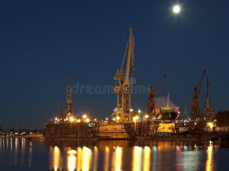ξηρό ναυπηγείο αποβαθρών στοκ φωτογραφίες με δικαίωμα ελεύθερης χρήσης