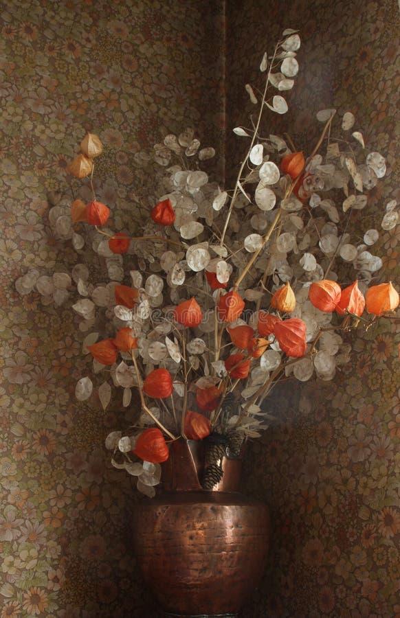 ξηρό vase λουλουδιών στοκ εικόνα με δικαίωμα ελεύθερης χρήσης