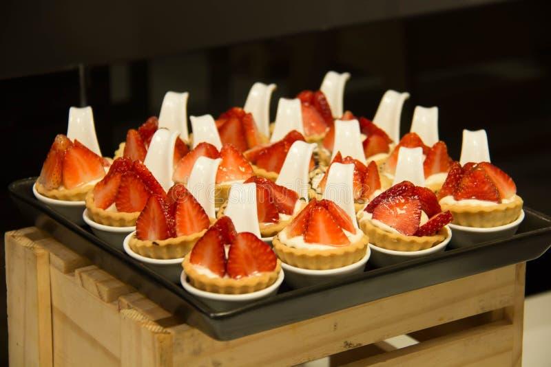 Ξινός φρέσκος φραουλών από το φούρνο κουζινών αρτοποιείων στοκ εικόνα