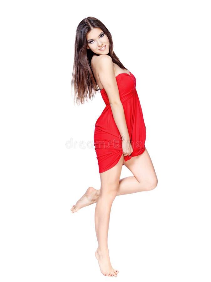 ξυπόλυτη κόκκινη γυναίκα φορεμάτων στοκ εικόνα με δικαίωμα ελεύθερης χρήσης