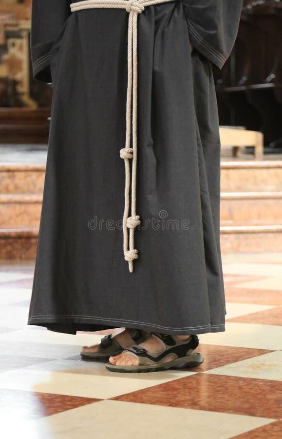 Ξυπόλυτος friar με τα σανδάλια στοκ φωτογραφία με δικαίωμα ελεύθερης χρήσης