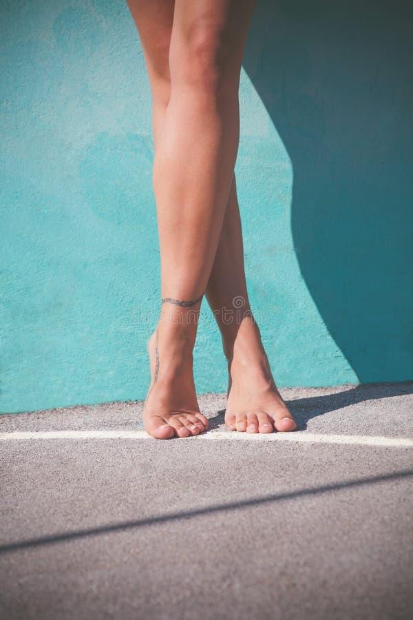 Ξυπόλυτα πόδια γυναικών στοκ εικόνες