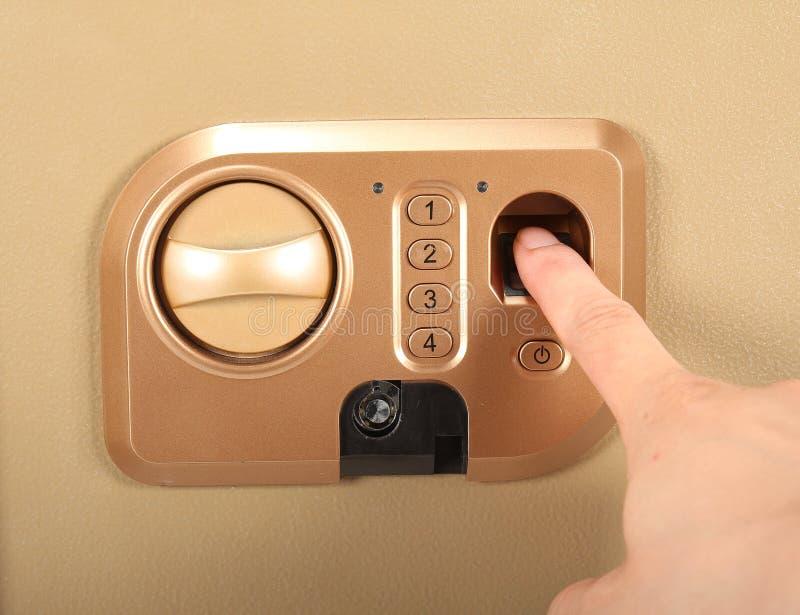 Ξυριστική μηχανή υφάσματος Πληκτρολογέστε τον προσωπικό κωδικό και το δακτυλικό αποτύπωμα στοκ εικόνες με δικαίωμα ελεύθερης χρήσης
