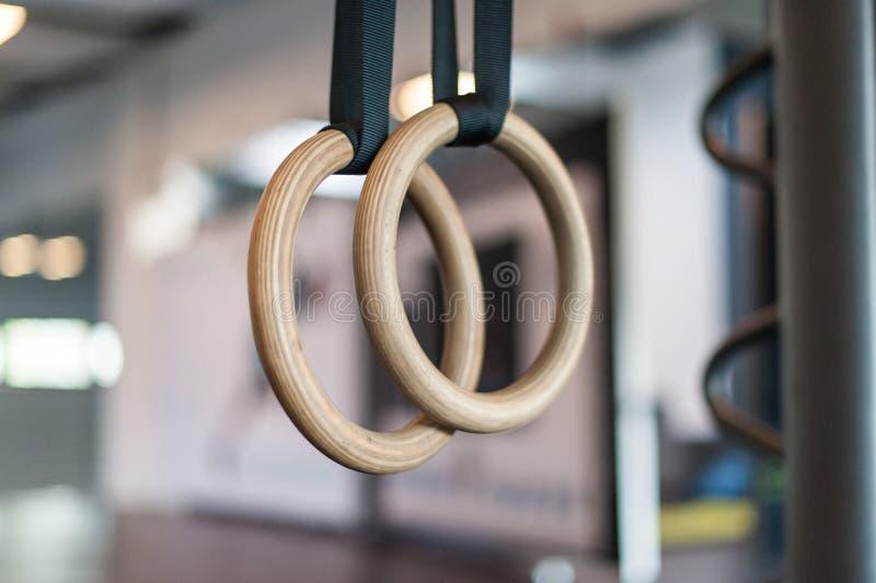 Ξύλινα δαχτυλίδια στροφής στην αίθουσα ικανότητας στοκ εικόνες με δικαίωμα ελεύθερης χρήσης