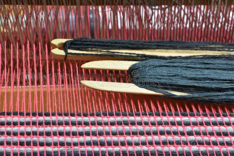 Ξύλινα εργαλεία αργαλειών σε έναν αργαλειό στοκ εικόνα