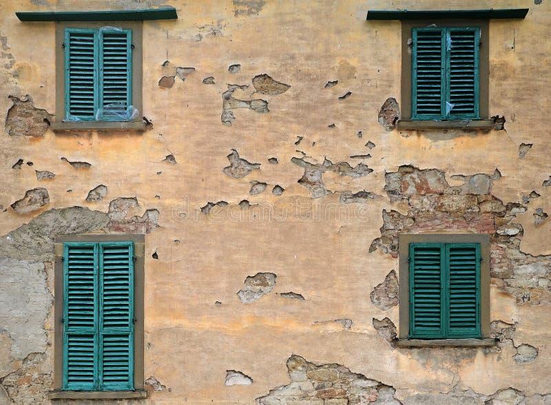 Ξύλινα παράθυρα παλαιό Tuscan countryhouse στοκ φωτογραφία