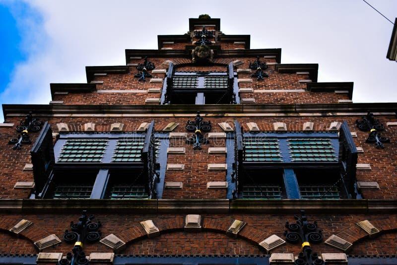 Ξύλινα παράθυρα τούβλου του Χάρλεμ προσόψεων σκαλοπατιών παλαιά στοκ φωτογραφία με δικαίωμα ελεύθερης χρήσης