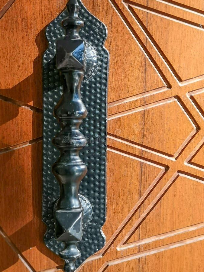 Ξύλινα πόρτα και εξόγκωμα στοκ εικόνα