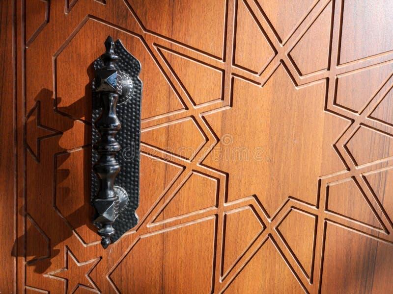 Ξύλινα πόρτα και εξόγκωμα στοκ φωτογραφία