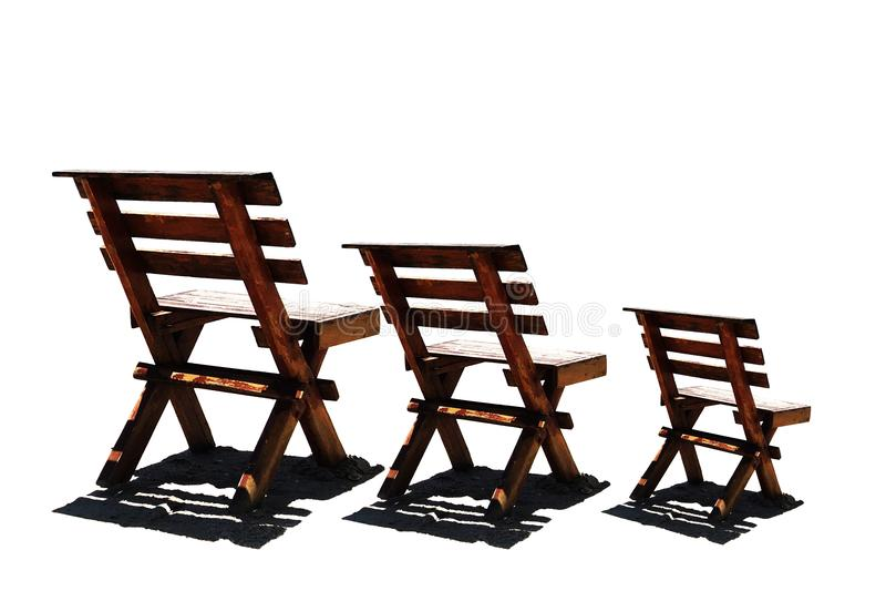 3 ξύλινες έδρες που απομονώνονται στο άσπρο υπόβαθρο στοκ φωτογραφία