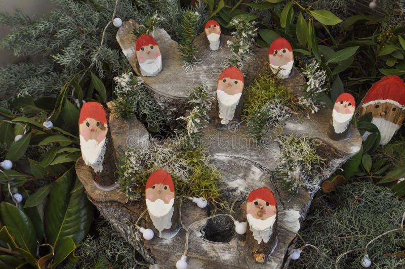 Ξύλινες διακοσμήσεις Santa στοκ φωτογραφίες με δικαίωμα ελεύθερης χρήσης