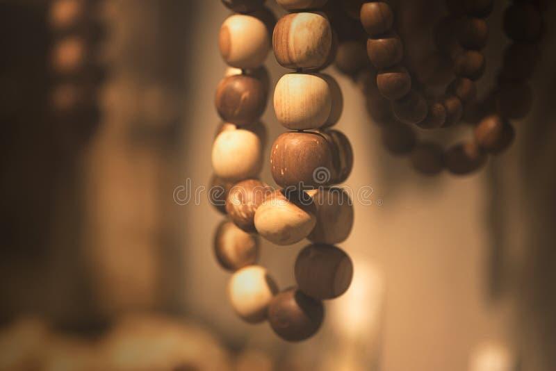 Ξύλινες χάντρες στη μακροεντολή στοκ εικόνα με δικαίωμα ελεύθερης χρήσης