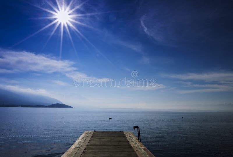 Ξύλινη αποβάθρα λιμνών στοκ φωτογραφία με δικαίωμα ελεύθερης χρήσης