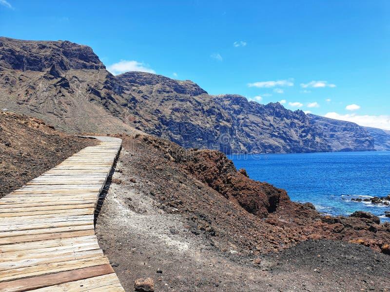 Ξύλινη γέφυρα για πεζούς Punta de Teno στοκ φωτογραφία με δικαίωμα ελεύθερης χρήσης
