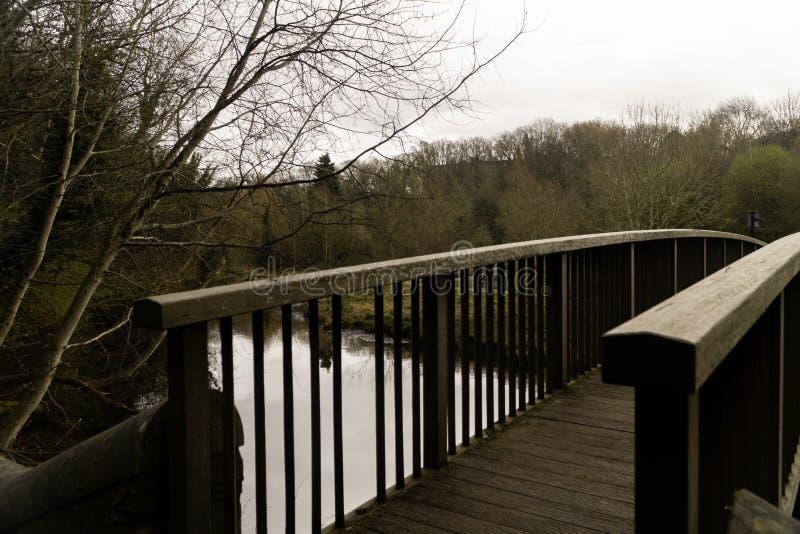 Ξύλινη γέφυρα πέρα από τα νερά του Dean στοκ εικόνες