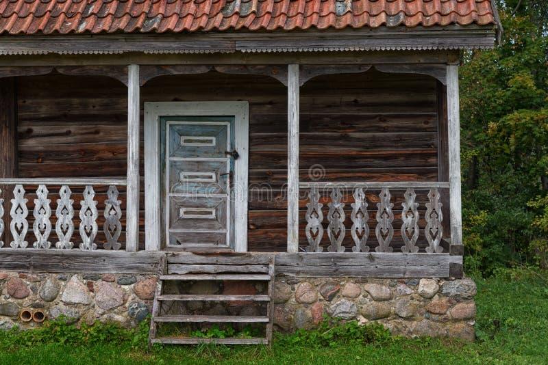Ξύλινη εξωτερική λεπτομέρεια Λιθουανία σπιτιών στοκ εικόνα με δικαίωμα ελεύθερης χρήσης