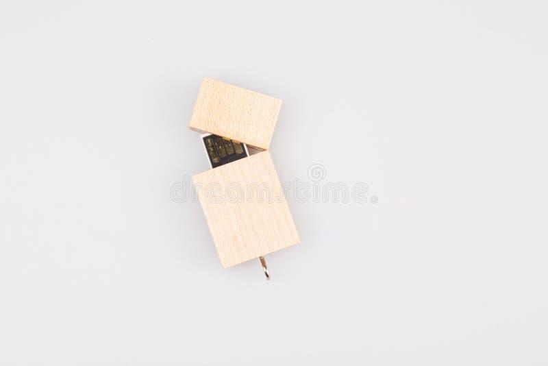 Ξύλινη κίνηση λάμψης που απομονώνεται στο άσπρο υπόβαθρο USB στοκ εικόνες