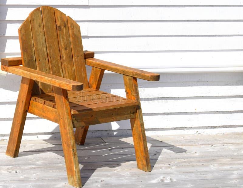 Ξύλινη καρέκλα patio Adirondack στοκ φωτογραφία