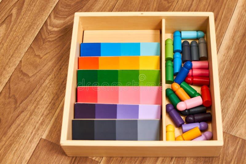 Ξύλινη κλίμακα χρώματος Montessori στοκ εικόνα