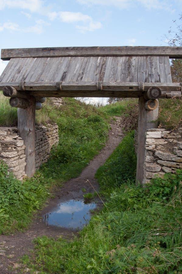 Ξύλινη παλαιά πύλη στοκ φωτογραφία με δικαίωμα ελεύθερης χρήσης