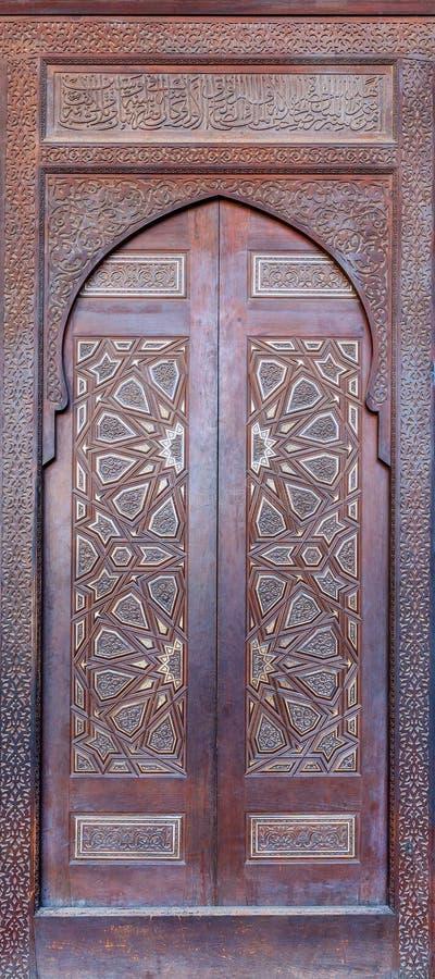 Ξύλινη περίκομψη πόρτα της πλατφόρμας φ το μουσουλμανικό τέμενος του Al Nasir Μωάμεθ Ibn Qalawun στην ακρόπολη του Καίρου, Αίγυπτ στοκ φωτογραφίες