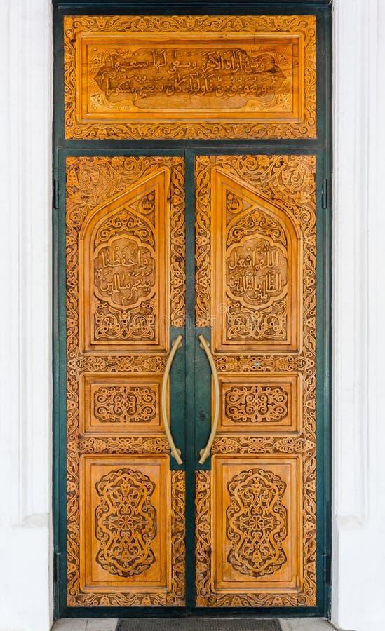 Ξύλινη πόρτα στο μουσουλμανικό τέμενος στοκ φωτογραφίες με δικαίωμα ελεύθερης χρήσης