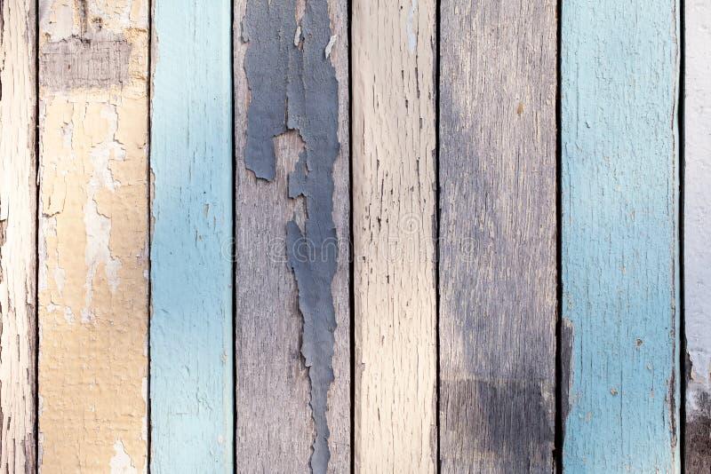 Ξύλινη σύσταση με το ραγισμένο χρώμα κρητιδογραφιών στοκ φωτογραφία με δικαίωμα ελεύθερης χρήσης