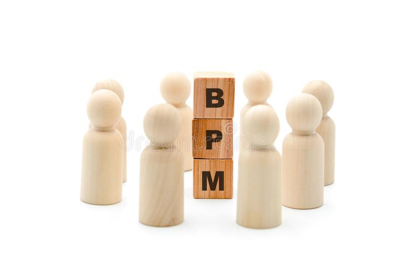 Ξύλινοι αριθμοί ως επιχειρησιακή ομάδα στον κύκλο γύρω από την επιχειρησιακή διαχείριση διαδικασιών αρκτικολέξων BPM στοκ εικόνα με δικαίωμα ελεύθερης χρήσης