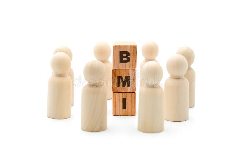 Ξύλινοι αριθμοί ως επιχειρησιακή ομάδα στον κύκλο γύρω από το μαζικό δείκτη σώματος αρκτικολέξων BMI στοκ φωτογραφία
