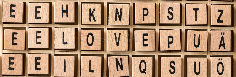 Ξύλινοι κύβοι με την αγάπη λέξης σε το στοκ φωτογραφία με δικαίωμα ελεύθερης χρήσης