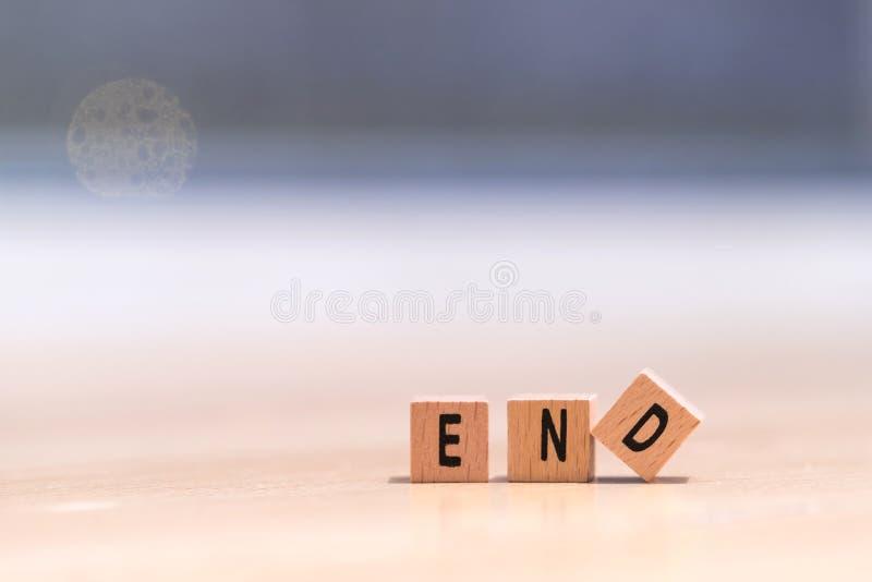 Ξύλινοι κύβοι με το τέλος λέξης σε το στοκ εικόνες με δικαίωμα ελεύθερης χρήσης