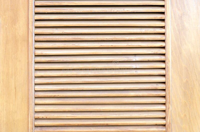 Ξύλινοι τυφλοί, ως στοιχείο του ντεκόρ Εσωτερικός εξαερισμός στοκ εικόνα με δικαίωμα ελεύθερης χρήσης