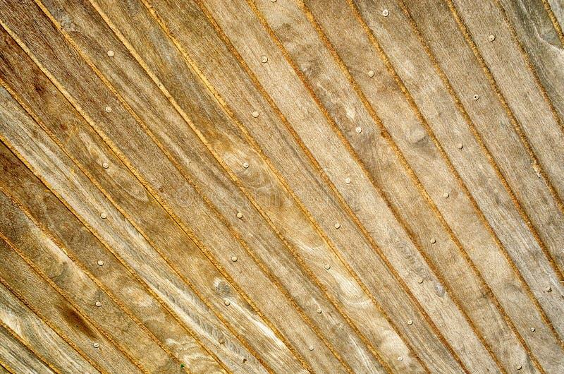 Ξύλινος θαλάσσιος περίπατος, κατάλληλος να χρησιμοποιηθεί ως υπόβαθρο στοκ εικόνες