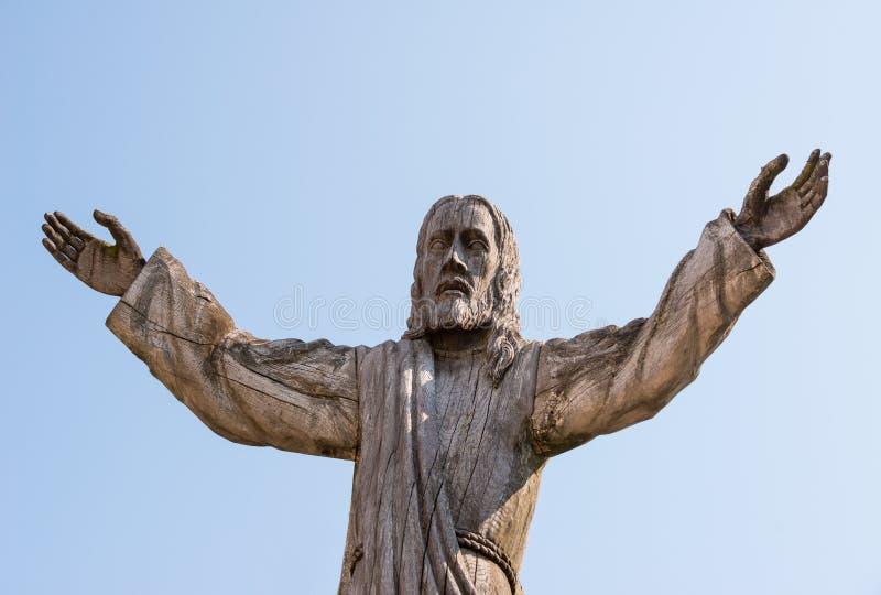 Ξύλινο άγαλμα του Ιησούς Χριστού στο Hill των σταυρών σε Siauliai στοκ εικόνες με δικαίωμα ελεύθερης χρήσης