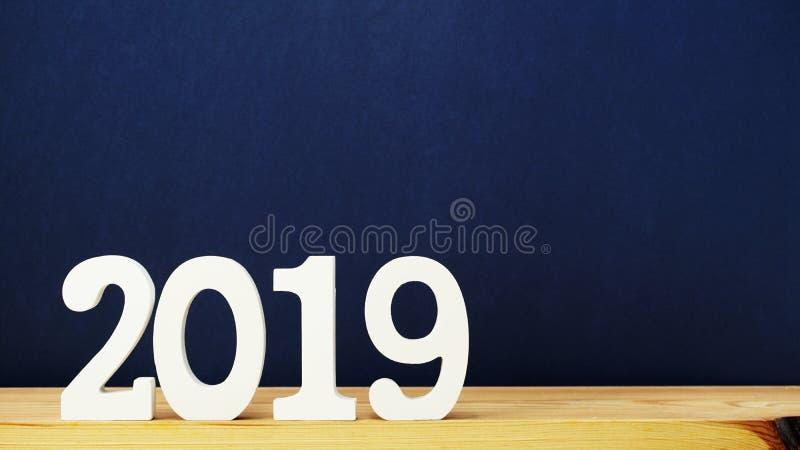 Ξύλινο αλφάβητο επιστολών καλής χρονιάς στο μπλε υπόβαθρο χρώματος στοκ φωτογραφία
