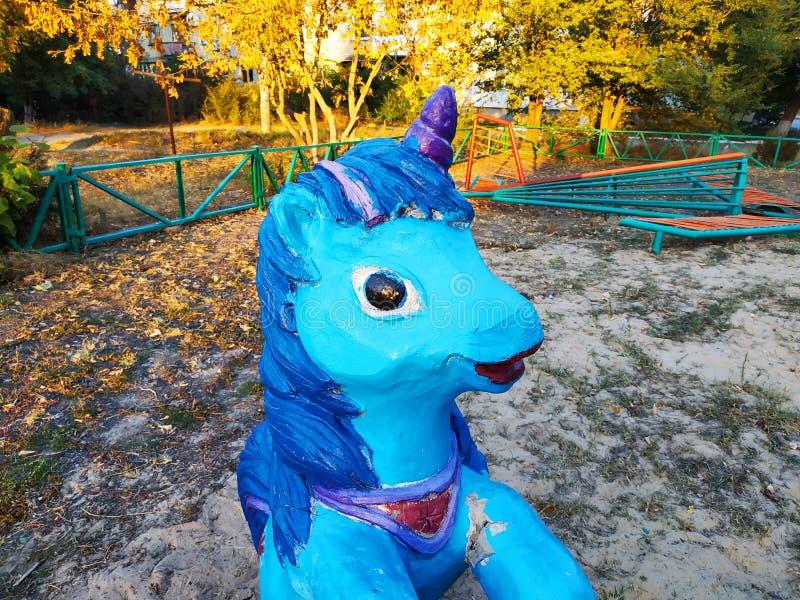 Ξύλινο γλυπτό στην παιδική χαρά Μονόκερος για τα παιδιά στοκ εικόνα με δικαίωμα ελεύθερης χρήσης