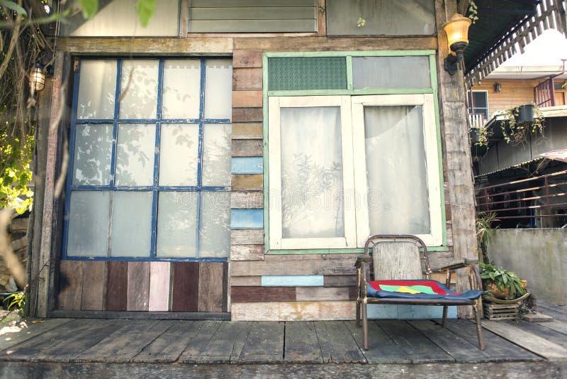 Ξύλινο ζωηρόχρωμο εξωτερικό χρωμάτων σπιτιών στοκ φωτογραφίες με δικαίωμα ελεύθερης χρήσης
